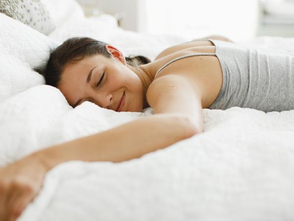Tak Sekedar Cegah 'Salah Bantal', Ini Pentingnya Posisi Tidur yang Tepat