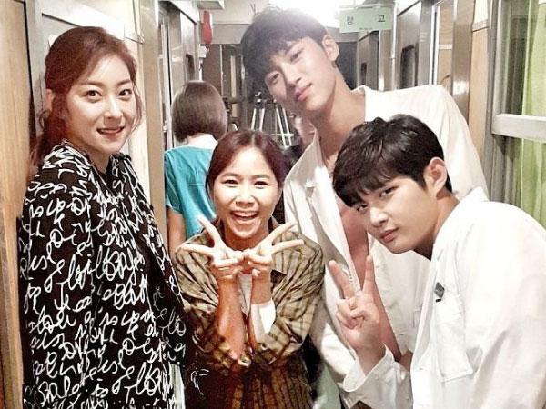 Potret Keakraban Yannie Kim Bareng Aktor dan Aktris Drama 'Hospital Ship'
