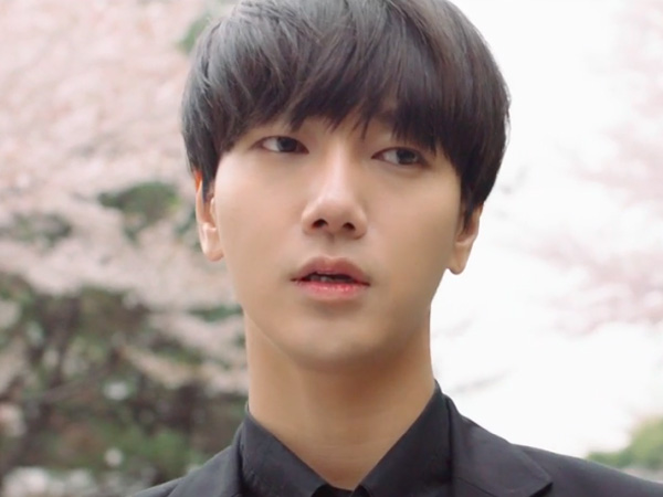 Resmi Debut Solo, Yesung Super Junior Emosional Hingga Menitikan Air Mata di MV 'Here I Am'