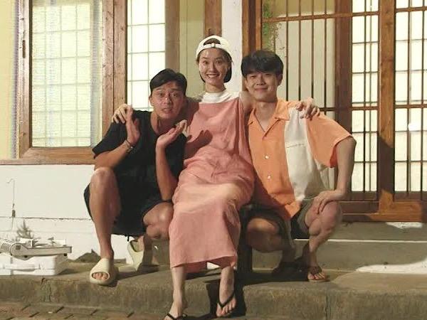 Cuplikan Keseruan Park Seo Joon Liburan Bareng Jung Yoo Mi dan Choi Woo Sik di Summer Vacation