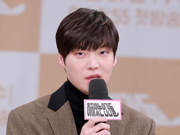 Tampak Gugup, Ahn Jae Hyun Minta Maaf di Acara Jumpa Pers Drama Terbaru