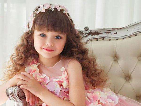 Potret Pesona Gadis Kecil Rusia yang Dianggap Paling Cantik Sedunia