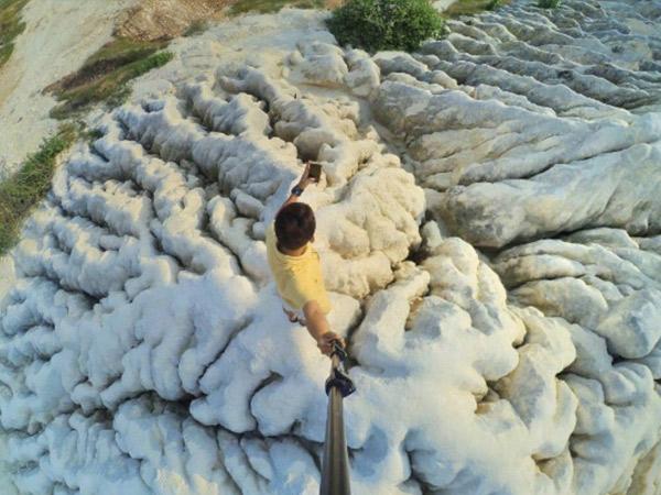 Bukit di Tuban Jawa Timur Ini Buat Kamu Serasa Berjalan di Atas Awan!