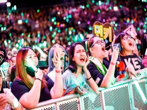10 'Aturan' Fandom K-Pop yang Mungkin Pernah Kamu Langgar, Pro Atau Kontra?