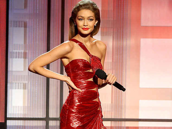 Bertugas Sebagai Host, Intip 6 Fashion Gigi Hadid di Panggung American Music Awards 2016