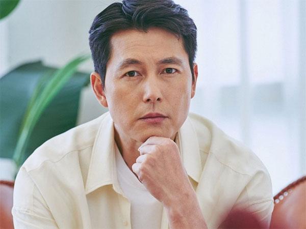 Agensi Peringatkan Fans Soal Akun Penipu yang Mengaku Sebagai Jung Woo Sung