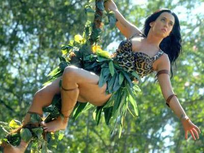 Wah, Katy Perry Alami Kecelakaan Pesawat di Video Musik Terbarunya!