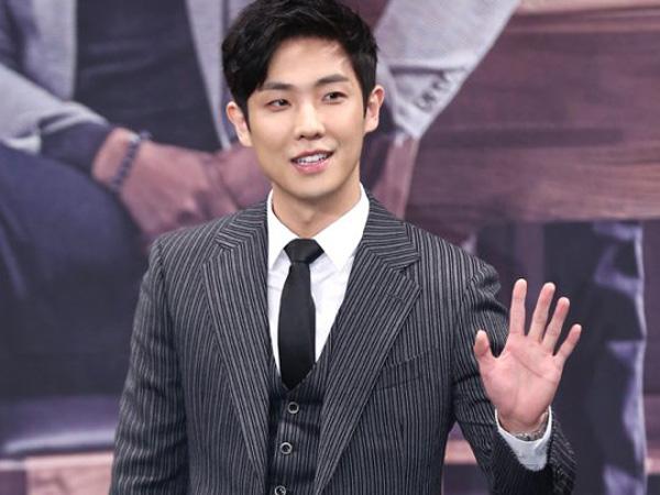 Ajak Fans Turut Serta, Lee Joon Terlihat Ikut Aksi Demo Skandal Presiden di Pusat Kota Seoul