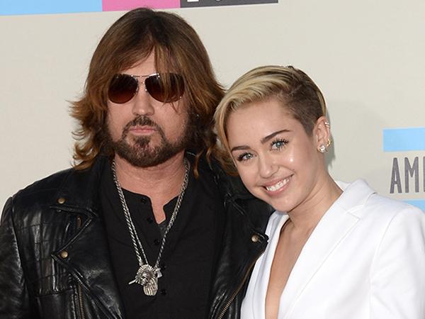 Inilah Bentuk Dukungan Billy Ray Cyrus Untuk Miley Cyrus
