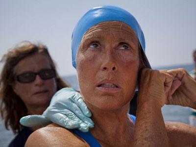 Wow, Nenek 64 Tahun Sukses Seberangi Selat Florida