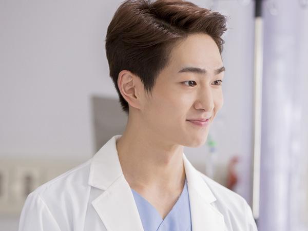 Jadi Dokter, Onew SHINee Tampak Mempesona di Foto Teaser Drama 'Descendant of the Sun'