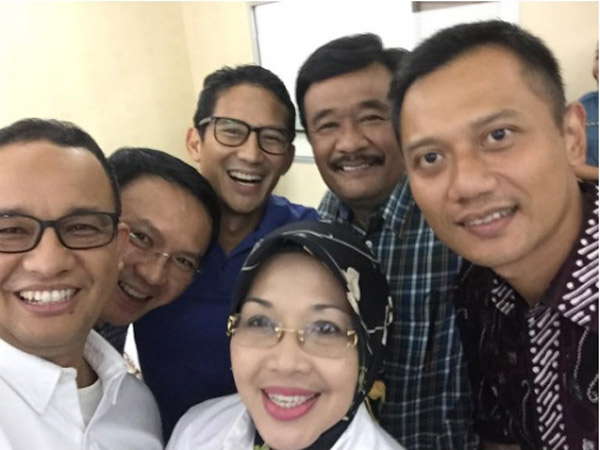 Tepis Drama Saingan, Ini Cerita Dibalik 'Wefie' Para Calon Gubernur dan Wagub Jakarta