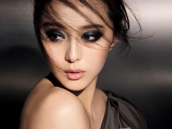 Ini Cara Mudah Make-up 'Smokey Eyes untuk Pemula