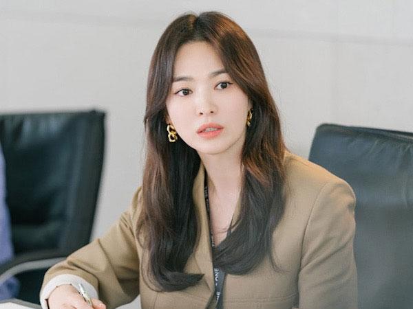 Song Hye Kyo Pancarkan Kecantikan Wanita Karir di Drama Terbaru
