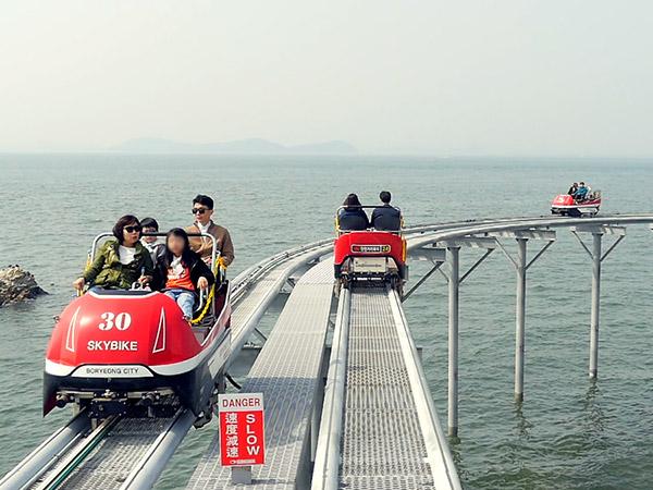 Sensasi Menyusuri Pantai Anti Mainstream dengan Sky Bike Populer di Korea Selatan