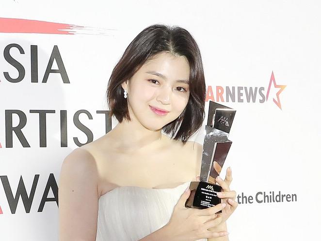 Visual Baru Han So Hee Berambut Pendek Pipi Chubby Jadi Sorotan