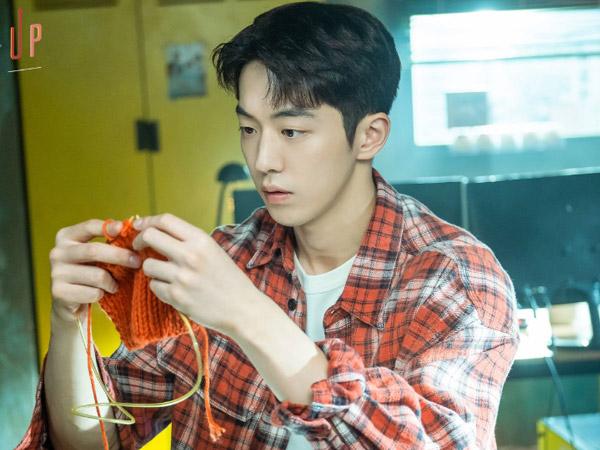 Manfaat Punya Hobi Merajut Seperti Nam Do San dalam Drama 'Start-Up'
