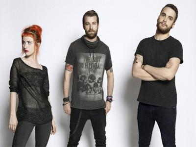 "Paramore Rilis Video Behind The Scene ""Still Into You"""