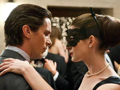 Anne Hathaway Tertarik Perankan Catwoman Lagi