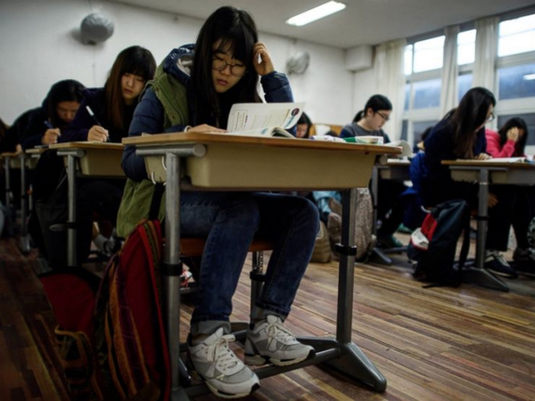 Dijaga Polisi Hingga Tunda Jam Ngantor, Cara Ekstrem Korsel Persiapkan Ujian Masuk Universitas