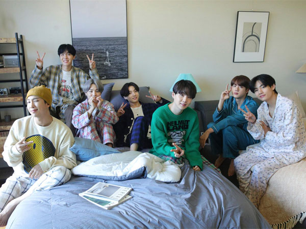 BTS Donasikan Outfit 'Life Goes On' di Grammy Week