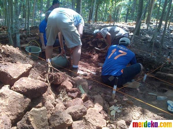 Tim Arkeolog Gali Candi Peninggalan Mataram Kuno Abad 10 di Semarang