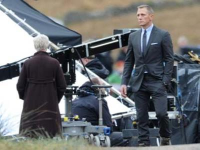 Daniel Craig Akan Bintangi 2 Film James Bond Lagi