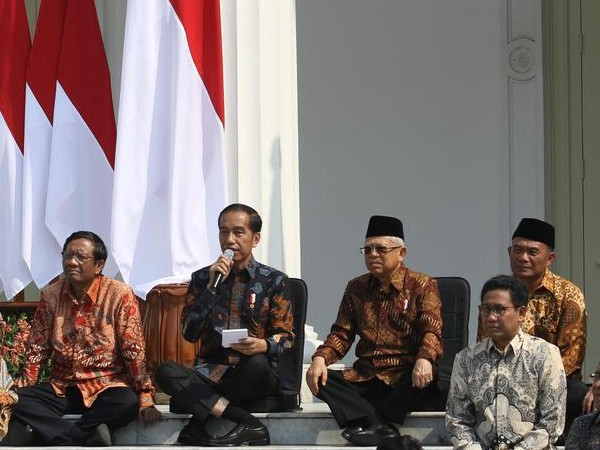Diduga Punya 'Hyperlaxity' Posisi Duduk Jokowi Jadi Perbincangan