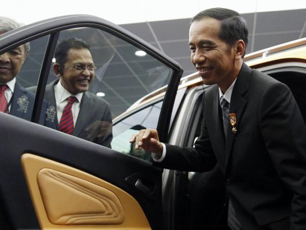 Presiden Joko Widodo akan Tunjuk Mobil Buatan Malaysia Jadi Mobil Nasional?