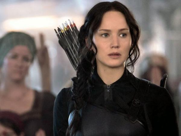 Ini Aksi Katniss Everdeen Ketika Kembali ke Distrik 12 Untuk 'Mockingjay Part. 1'