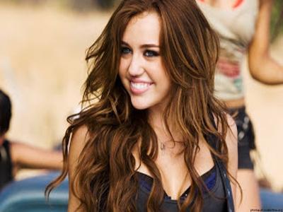 Wow! Lagu Baru Miley Cyrus Duduki Peringkat Pertama iTunes Chart!