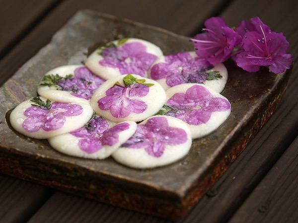 Percantik Meja Tamu Lebaran dengan Kue Bunga Khas Korea