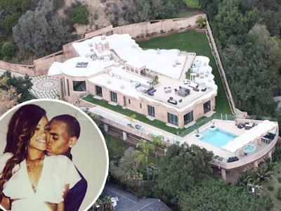 Asyik Ultah di Hawaii Bersama Chris Brown, Rumah Rihanna Hampir Dibobol Maling