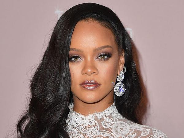 Sibuk Bantu Penanganan Corona, Rihanna Minta Penggemar Berhenti Tagih Album Baru