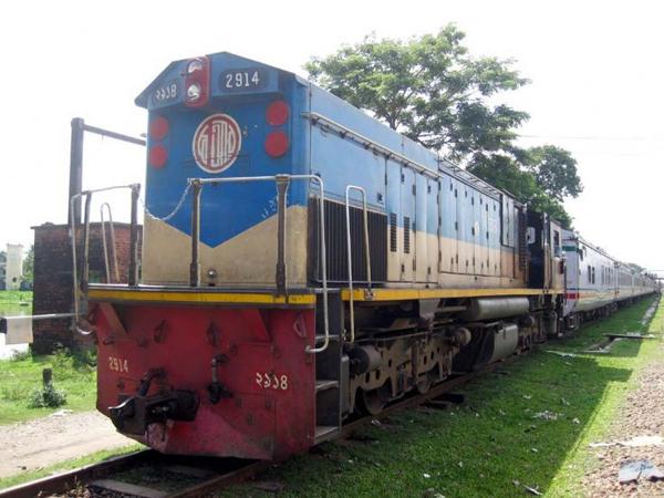 Kereta Melaju Mundur Selama 30 Menit Tanpa Masinis Di Bangladesh