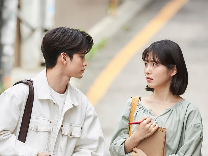 Main Drama Bareng, Ong Seongwoo dan Shin Ye Eun Saling Puji