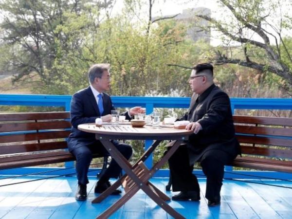 Perintah Nikah hingga Trump, Terungkap Isi Pembicaraan Kim Jong Un dan Moon Jae In Lewat Gerakan Bibir!