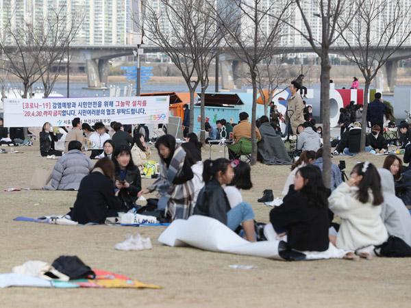 Anak Muda di Korea Selatan Cenderung Tak Ketat Soal Social Distancing