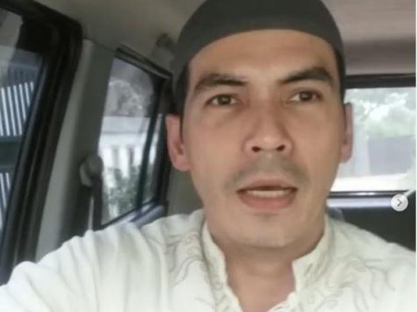Bikin Heboh Tetap Sholat Jumat di Masjid Saat Pandemi Corona, Atalarik Syah Minta Maaf