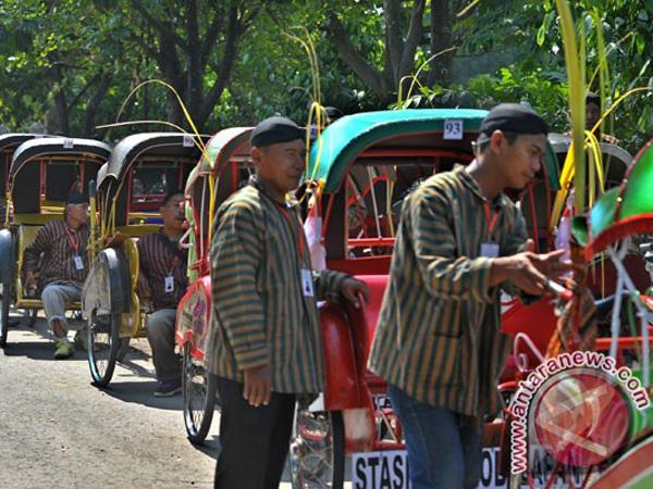 Presiden Jokowi Santuni Tukang Becak yang Meninggal di Pernikahan Gibran-Selvi