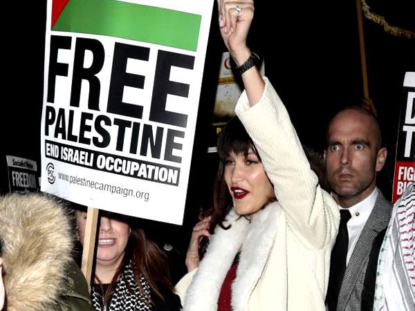 Bella Hadid Ikut Demo Tolak Kebijakan Donald Trump Soal Yerusalem