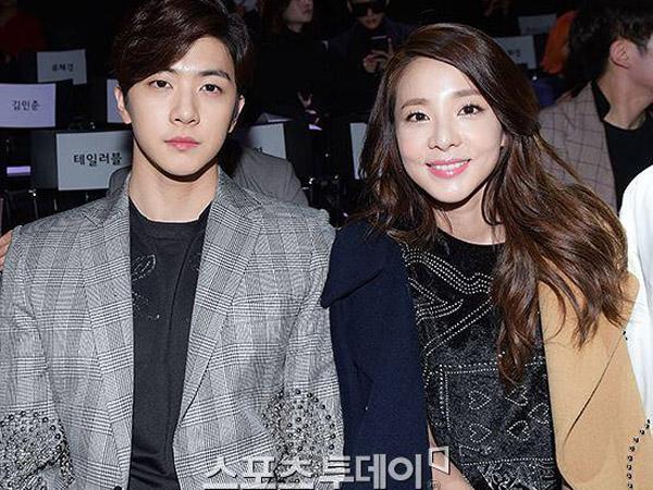 Gaya Kompak Nan Stylish Dara 2NE1 dan Thunder di Seoul Fashion Week F/W 2015