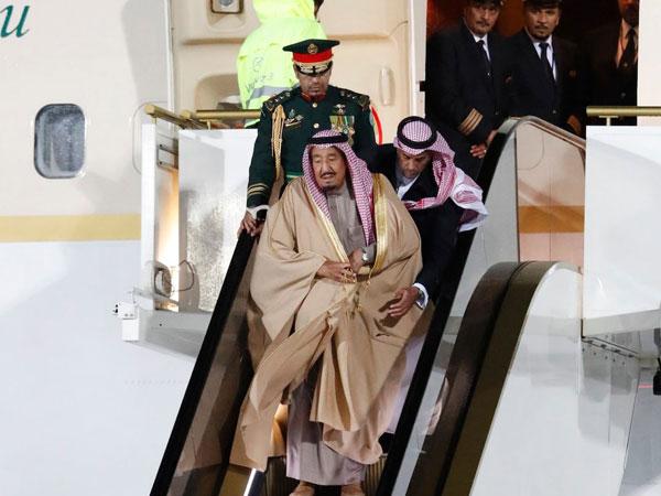 Eskalator Emas Raja Salman Mendadak Mati Saat Mendarat di Rusia