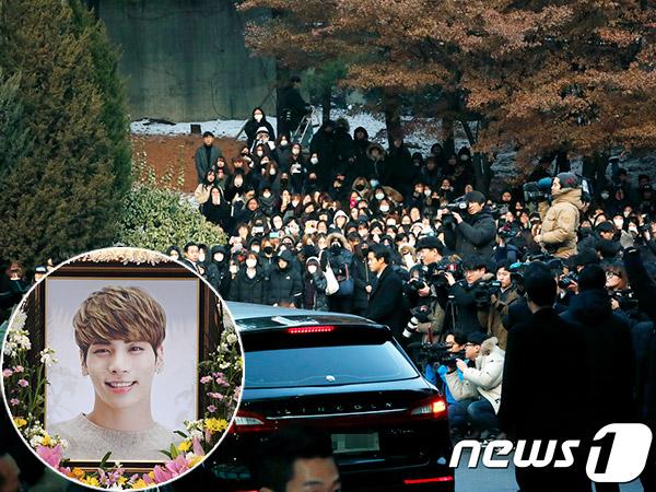 Ribuan Fans Juga Ikut Iringi Prosesi Pemakaman Jonghyun SHINee