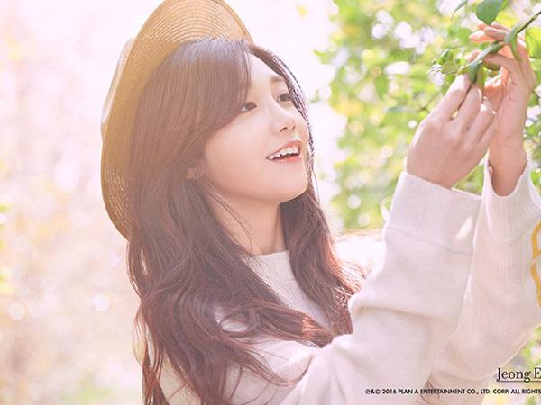 Di Bawah Indahnya Musim Semi, Eunji A Pink Bernyanyi Tentang Ayah di MV Debut Solonya
