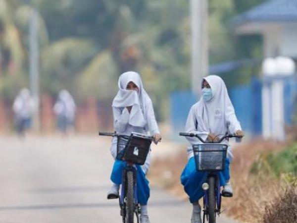 Tak Mungkin ke Sekolah Akibat Kabut Asap, Pemerintah Buat Belajar Via Medsos