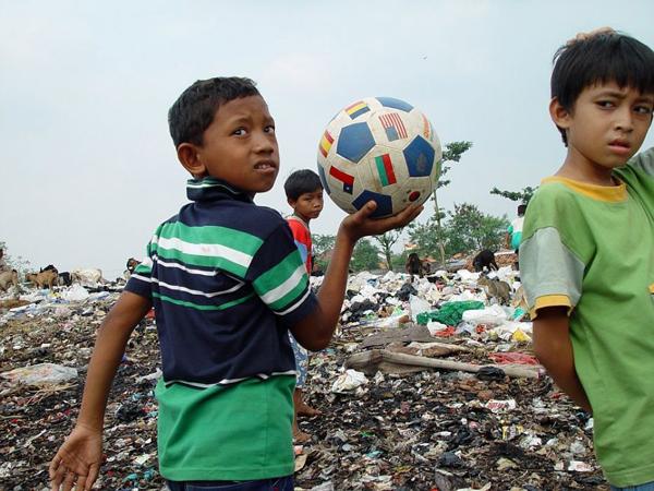 Ahok Janji Bangun Lapangan Sepakbola Untuk Anak-anak di Rusun Kemayoran
