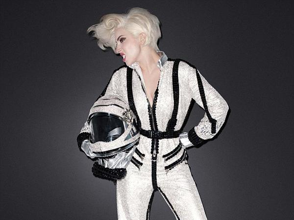 Pesawat Virgin Galactic Kecelakaan, Lady Gaga Batal Konser di Luar Angkasa?