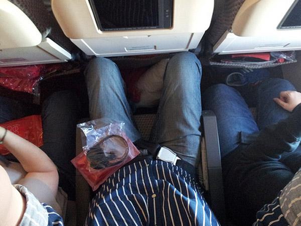 Ternyata Ini Alasan Mengapa Kaki Sering Bengkak saat Naik Pesawat