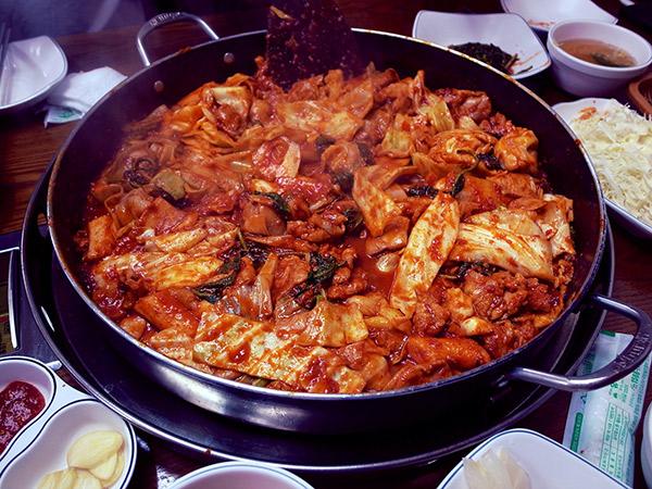 Cerita Memilukan di Balik Kepopuleran Makanan Korea Dak Galbi